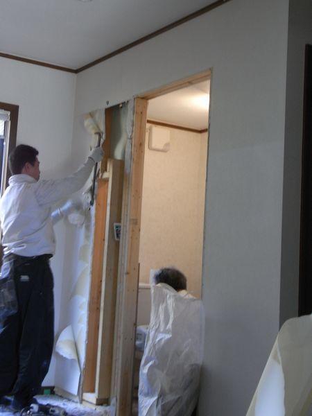 北杜市H様邸トイレリフォーム壁解体中