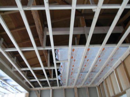 天井組と断熱材ロックウール