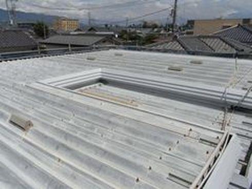 甲斐市アパート屋根塗装ビフォー