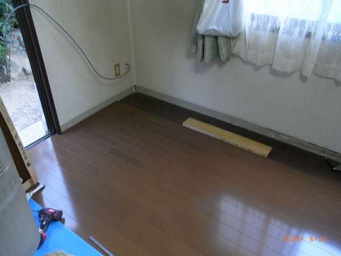 韮崎K様邸LDK床工事最中